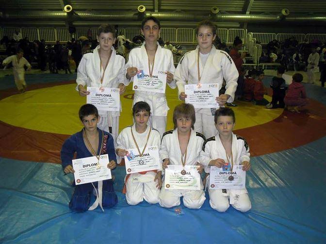 Sapte medalii la nationalele de Sambo pentru copii