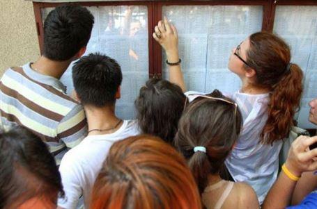 Pentru rezultatele exceptionale: Stimulente banesti elevilor si profesorilor braileni