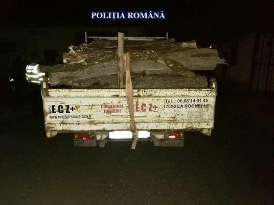 Transport de material lemnos ilegal descoperit de polițiștii din Însurăței
