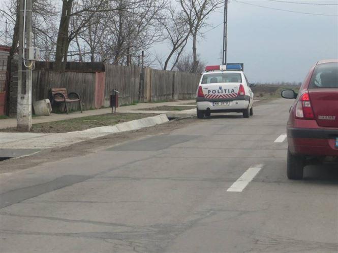 Un șofer din Tudor Vladimirescu a intrat cu mașina în gardul unui consătean