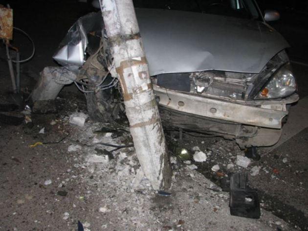 Un stâlp de electricitate s-a pus în calea unui șofer din Cazasu
