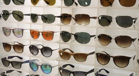 Un tanar de 23 de ani s-a ales cu dosar penal pentru furtul unei perechi de ochelari