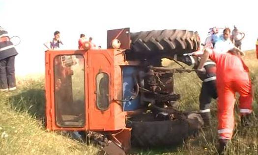 Un vasluian și-a găsit sfârșitul strivit de cabina tractorului pe care lucra