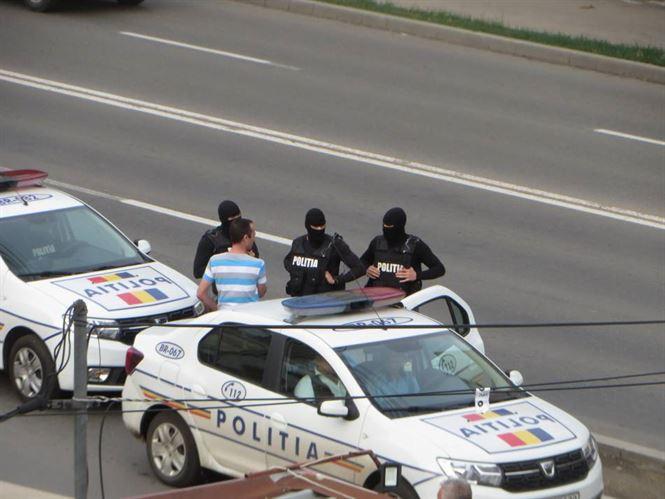 Urmărit la nivel național și internațional depistat de polițiști într-o stație de autobuz