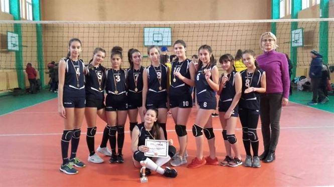 Echipa de fete a școlii Al. I. Cuza a câștigat etapa județeană a Gimnaziadei la volei