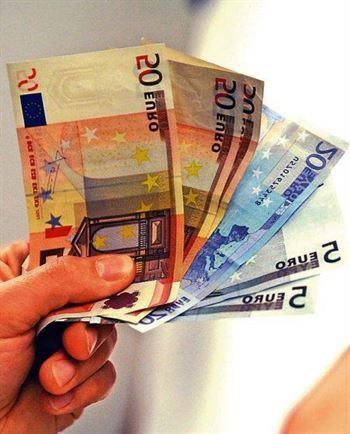 O femeie din Galbenu a intrat în casa unei consătence și i-a furat suma de 600 de euro