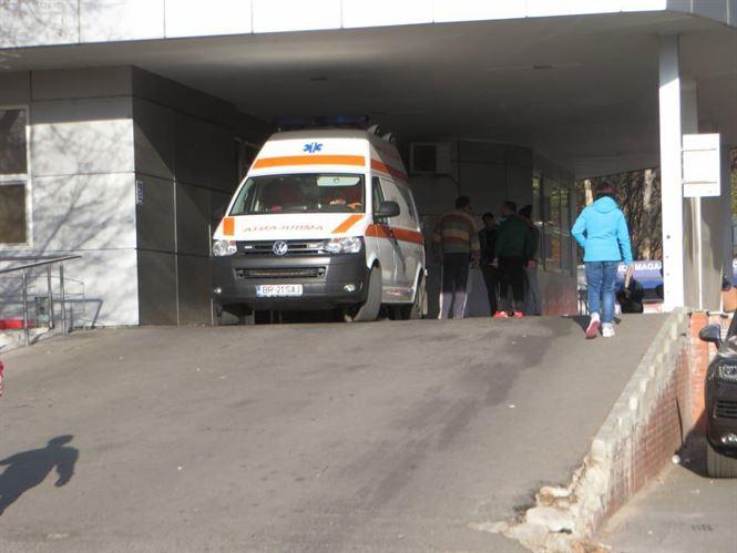 O fată de 13 ani a căzut de la etajul 9 și a ajuns în stare gravă la UPU