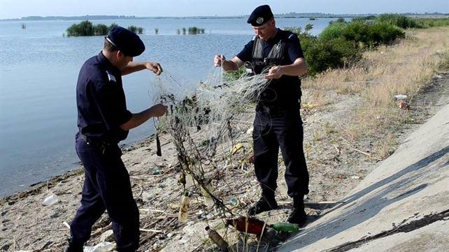 Unelte de pescuit ilegale găsite de jandarmi asupra unor brăileni