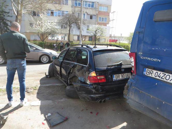 Galerie foto+video: Accident cu 5 mașini avariate