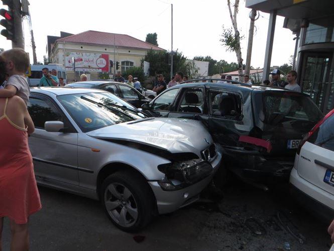 Galerie foto: Sase masini avariate in urma unui accident pe Calea Calarasilor