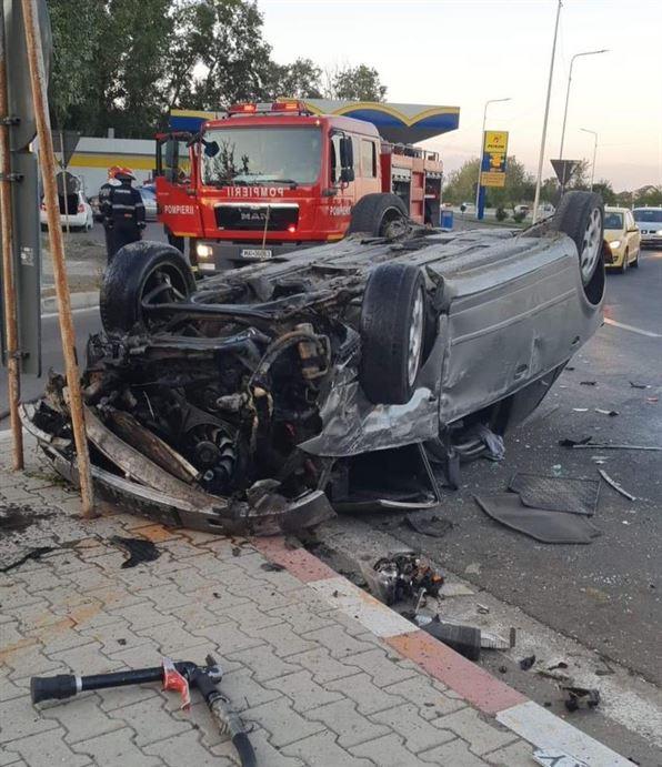 Șofer sub influența alcoolului a intrat cu mașina în sensul giratoriu de la Lacu Sărat