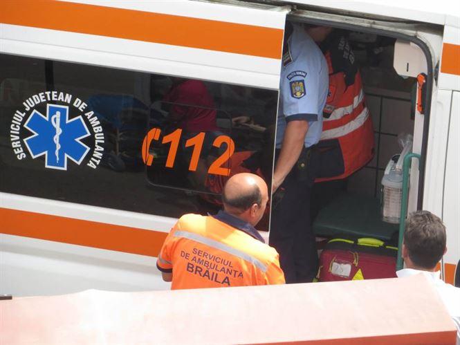 Pasager ranit dupa ce autobuzul in care se afla s-a rasturnat