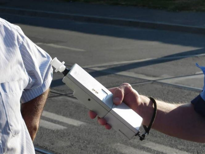 Depistat băut la volan de polițiștii din Ianca