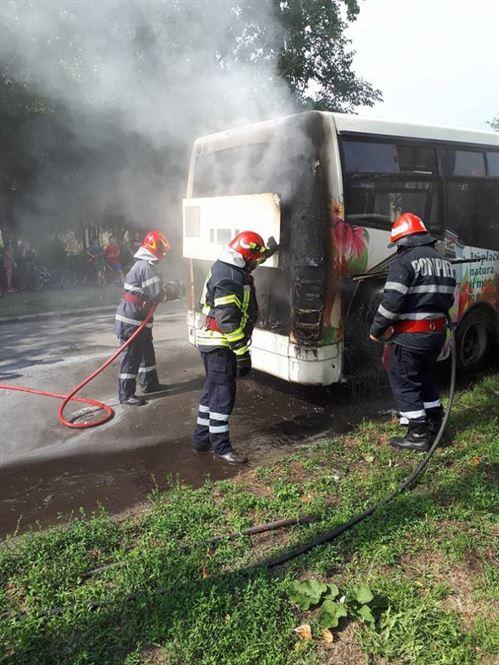 Autobuz incendiat de la un scurtcircuit