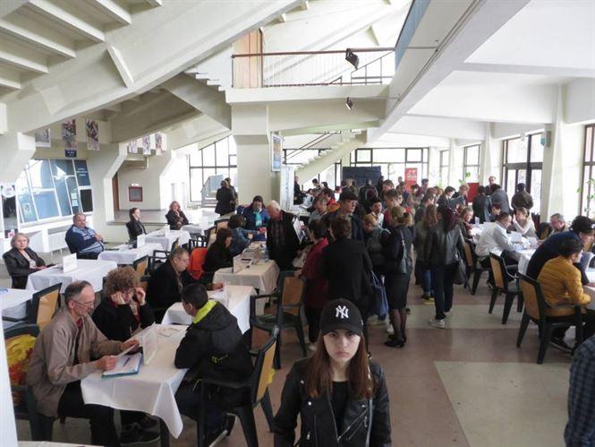 Galerie foto+video: Aproximativ 700 posturi vacante oferite participantilor la Bursa generala a locurilor de munca