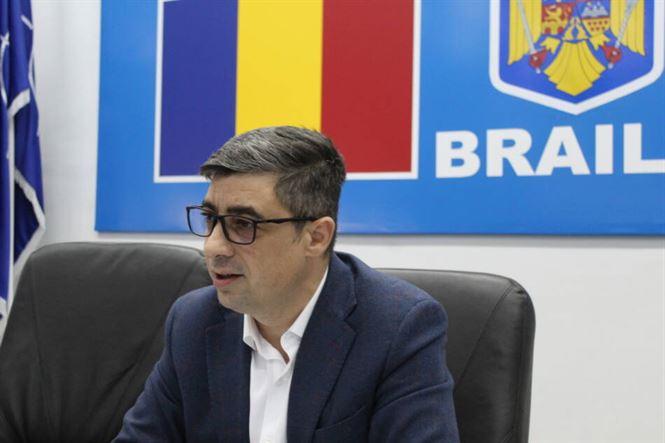 Chiriac a prezentat adresa trimisă către Ministerul Sănătății, în care întreba dacă spitalul din Brăila poate beneficia de un aparat de testare, la care nu a primit nici un răspuns
