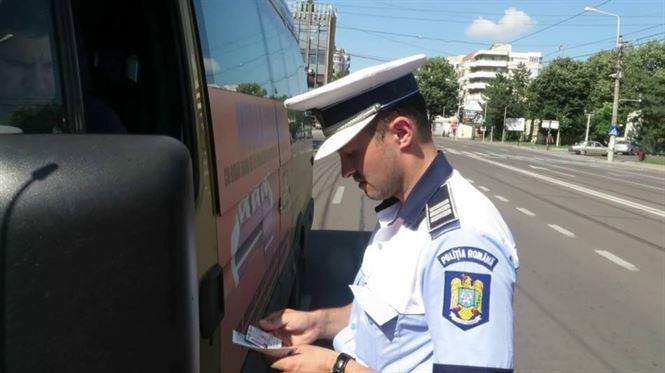 Peste 200 de autovehicule imobilizate de la transport ilegal de persoane
