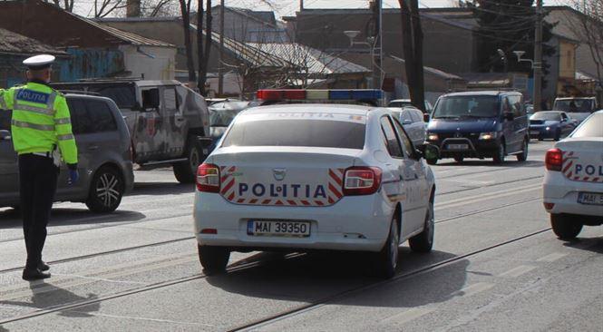 Cu mașina fără ITP, cu numere de înmatriculare ale altei mașini, un tânăr din Ulmu se plimba pe Bulevardul Dorobanților