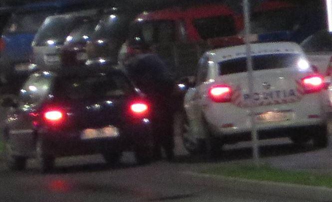 Surprins de polițiști conducând un autoturism deși nu deținea permis de conducere