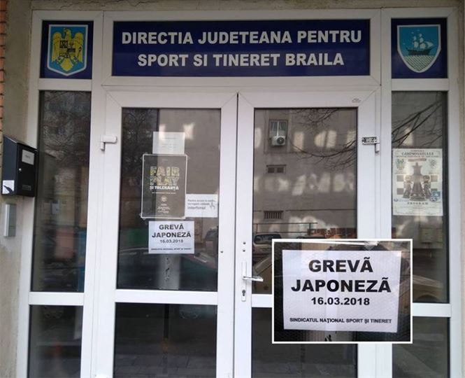 Angajatii de la CSM si DJTS au fost vineri in greva japoneza