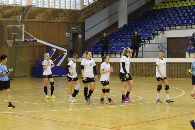 Tinerele jucătoare de la HC Dunărea II au ținut pasul doar prima repriză cu HCF Piatra Neamț