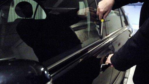 Brăilean de 15 ani specializat în furturi din mașini în municipiul Galați