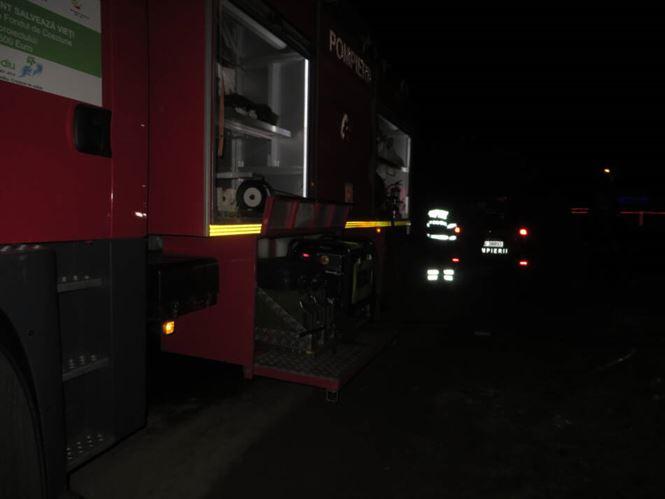 Trei case afectate de un incendiu provocat de la un aragaz lăsat în funcțiune nesupravegheat