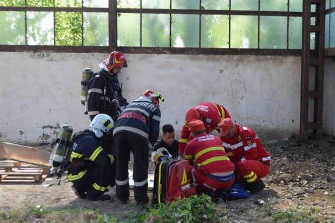 Intervenție la o clădire prăbușită la fostul combinat de celuloză și hârtie