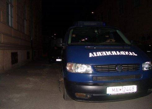 Om al străzii condamnat pentru furturi din magazine, depistat de jandarmi și predat polițiștilor
