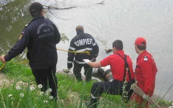 O femeie a fost gasita moarta intr-un canal de irigatii