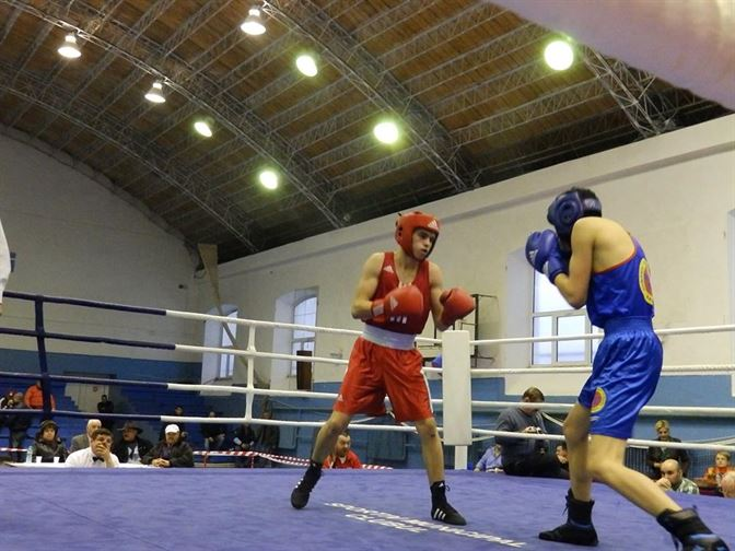 Robert Jitaru boxeaza astazi pentru titlul de campion national de tineret