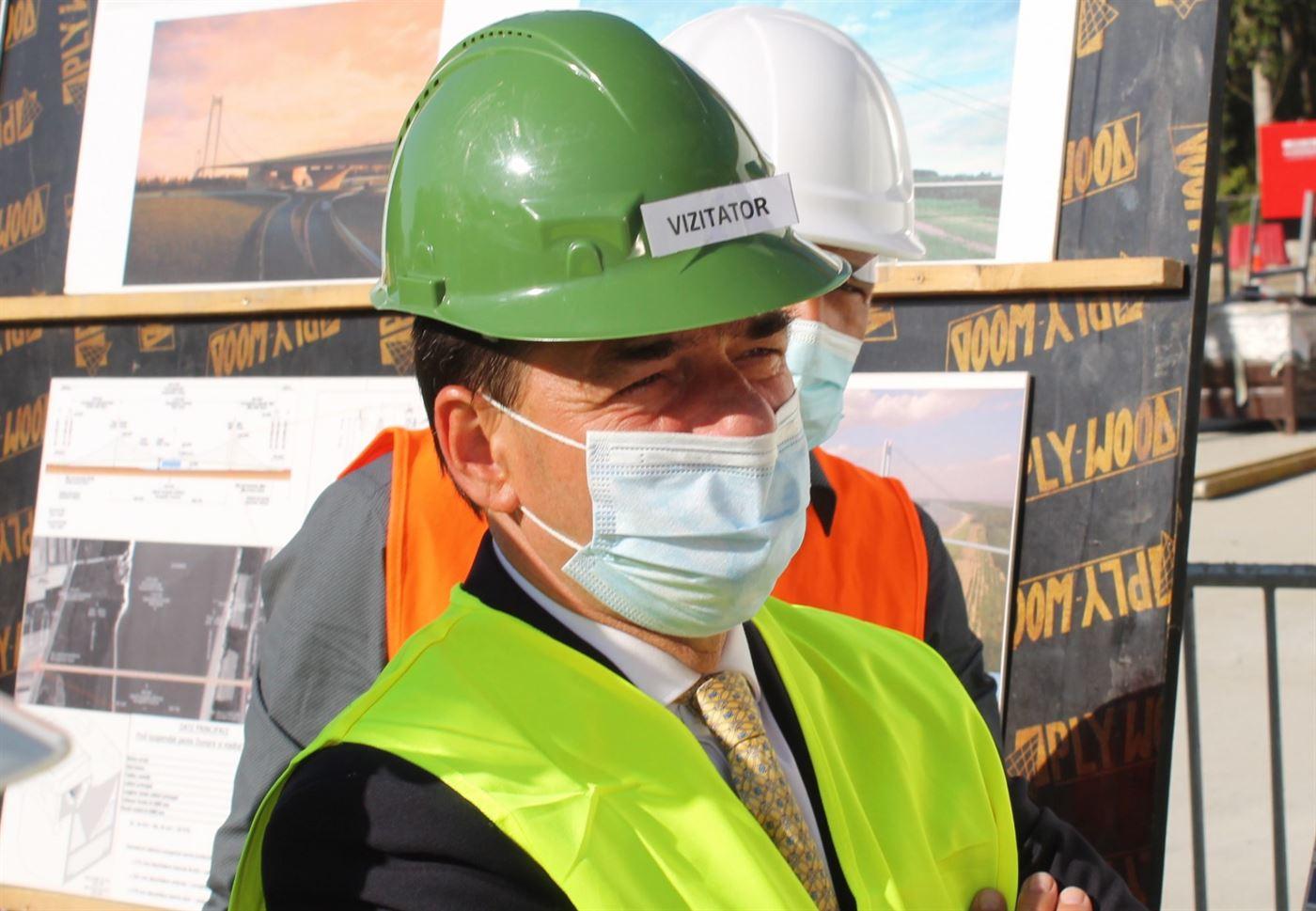 Ludovic Orban a inspectat lucrările la Podul suspendat peste Dunăre de la Brăila
