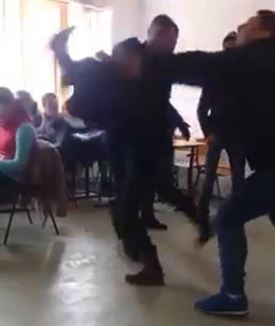 Violenta din joaca la liceul din Insuratei