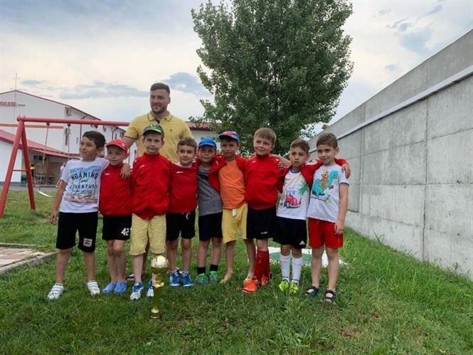 Fotbaliștii de 7 ani de la Luceafărul Brăila s-a clasat pe locul 2 la Cupa Collage