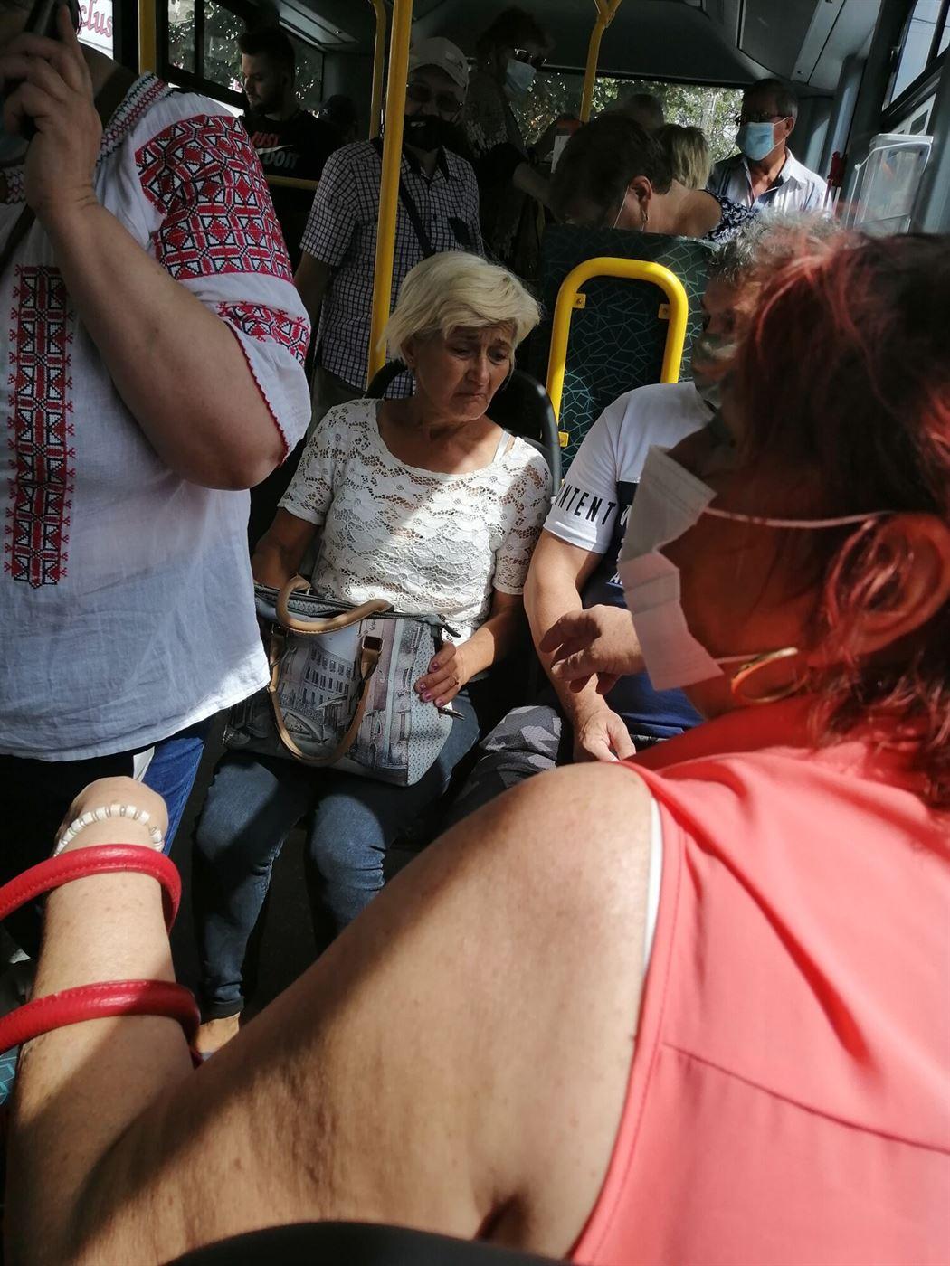 Polițiștii au depistat în cursul zilei de ieri 11 persoane care nu purtau masca de protecție, obligatorie în mijloacele de transport în comun