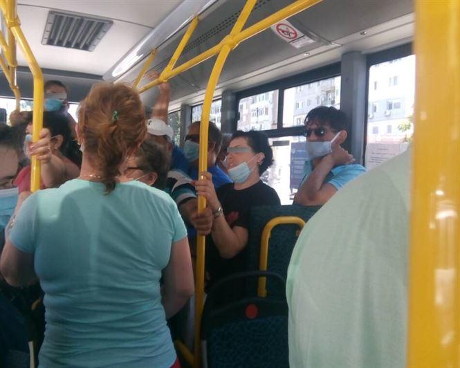 Călătorii fără mască sancționați de polițiști