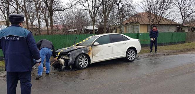 Un autoturism a luat foc în timpul mersului în comuna Viziru