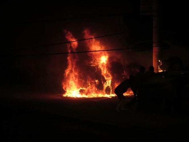 Doi tineri decedați în urma unui accident urmat de incendierea mașinii