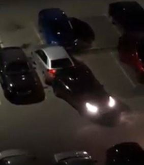 După o ceartă cu fosta soacra, o femeie sub influența alcoolului a lovit două mașini aflate în parcare
