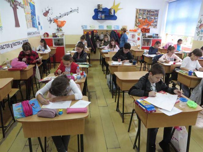 """Mihu Dragomir omagiat de elevi în cadrul proiectului judeţean """"Pelerinaj sentimental cu Mihu Dragomir"""""""