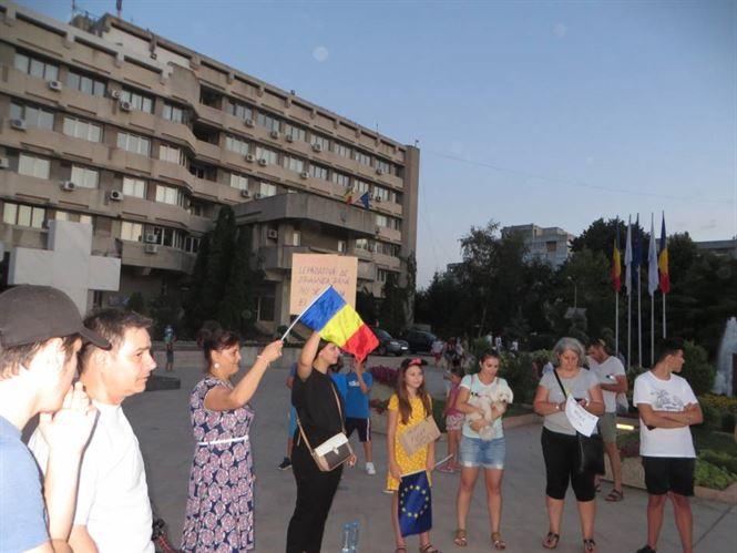 Galerie foto: Circa 150 de persoane au protestat impotriva Guvernului si la Braila