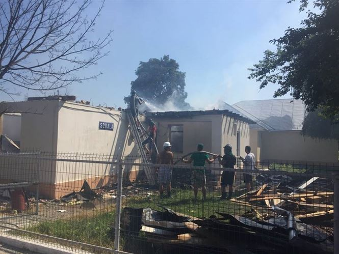 Explozie urmată de incendiu în cladirea în care se afla arhiva școlii din Movila Miresii