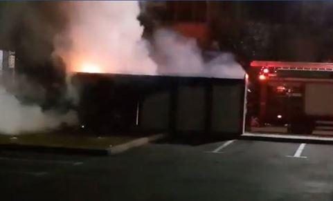 Încă un modul de colectare selectvă a gunoaielor incendiat. Poliția are un suspect
