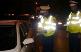 Urmărit de poliţişti şi cercetat penal pentru conducere fără permis