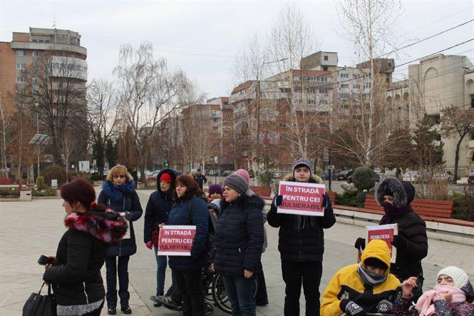 Protest la Brăila: ZERO BUGET PENTRU ASISTENȚA SOCIALĂ ȘI PROTECȚIA COPILULUI