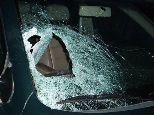Cercetat penal pentru amenințarea prietenei și distrugerea parbrizului autoturismului acesteia