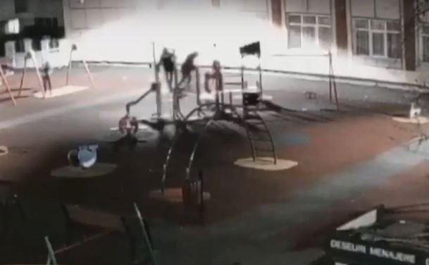 Trei minori au vandalizat un ansamblu de joacă