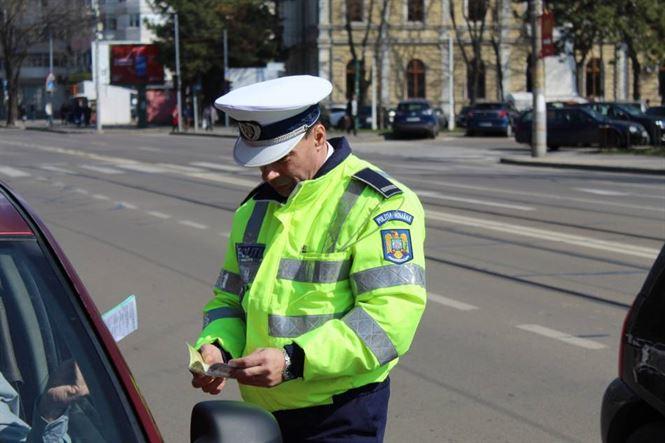 75 de permise și certificate de înmatriculare reținute de polițiști săptămâna trecută