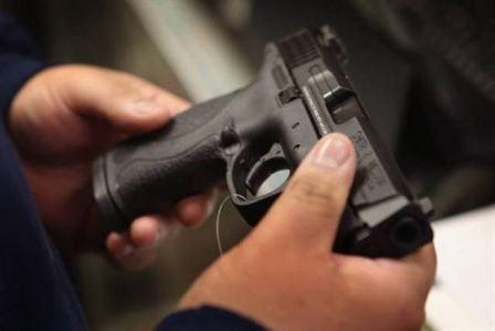 Dosar penal pentru că a uitat să-și reînoiască permisul de port-armă