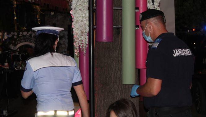 Polițiștii recomandă cetățenilor să respecte măsurile de protecție sanitară și de distanțare fizică pentru a-și proteja propria sănătate și viață